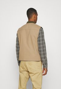 Only & Sons - ONSMAGNES LIFE REVERSIBLE VEST  - Waistcoat - chinchilla - 2
