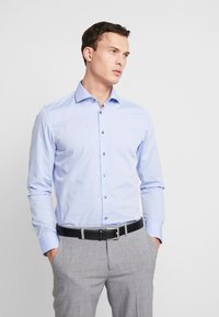 Seidensticker - SLIM FIT SPREAD KENT - Camisa elegante - blue - 0