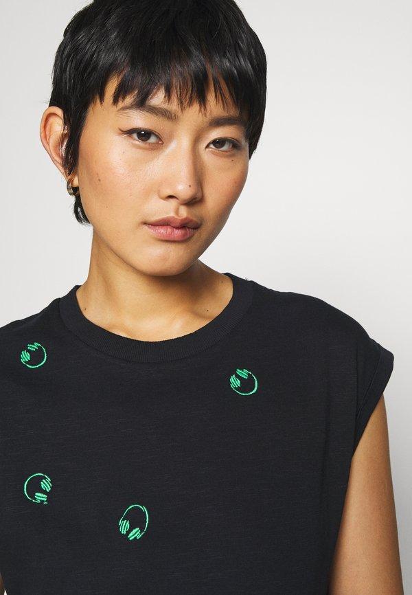 edc by Esprit CORE EMBRO - T-shirt z nadrukiem - black Odzież Damska EJVF AZ 1