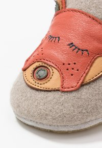 Easy Peasy - DOUBLU/PANDAMY GIFT SET - First shoes - plume/brique - 2