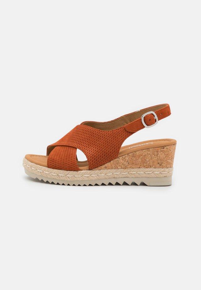 Sandalen met plateauzool - terra