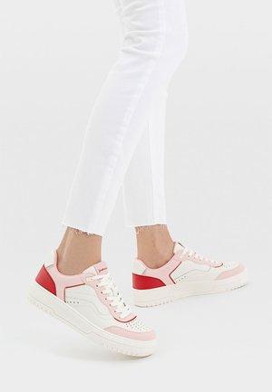 MIT DETAILS  - Sneakers basse - pink