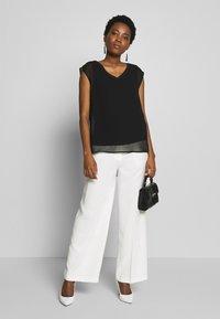 Soyaconcept - GLENNA - Pantalones - off-white - 1