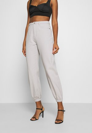 RIOT HIGHWAISTED - Jeans baggy - cream