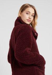 Bergans - OSLO LOOSE FIT - Zimní kabát - zinfandel red melange - 4
