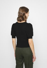 Forever New - STRUCTURED PUFF SLEEVE - T-shirt imprimé - black - 2