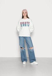 Gina Tricot - RILEY SWEATER - Sweatshirt - off-white/blue - 1