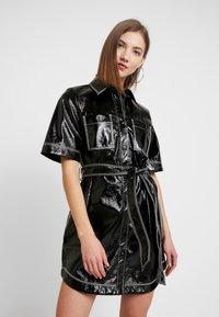 Monki - KARLA DRESS - Košilové šaty - black - 0