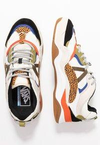 Vans - VARIX - Sneakers laag - spicy orange/guacamole - 3