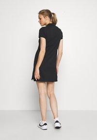 Nike Golf - The Nike Polo Damenkleid - Sportovní šaty - black - 2
