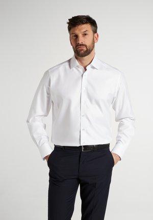 COMFORT FIT - Business skjorter - weiß