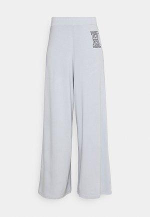 FLARE PANTS - Pantalon classique - grey