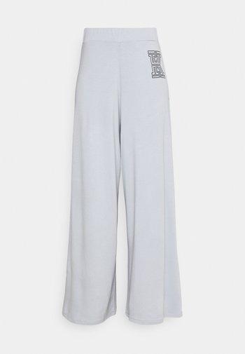 FLARE PANTS - Bukse - grey