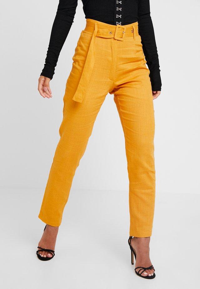 SELF BELTED CIGARETTE - Trousers - orange