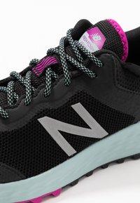 New Balance - FRESH FOAM TRAIL ARISHI GTX - Trail running shoes - black - 5