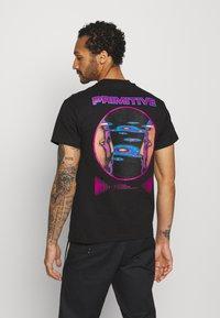 Primitive - SYSTEMS TEE - Print T-shirt - black - 0