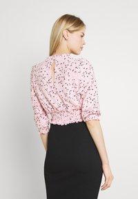 Miss Selfridge - FOCHETTE RUFFLE NECK - Print T-shirt - pink - 2