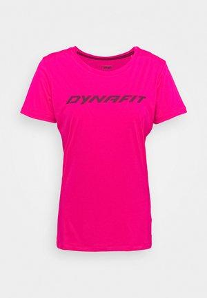 TRAVERSE TEE - T-shirts print - pink glo