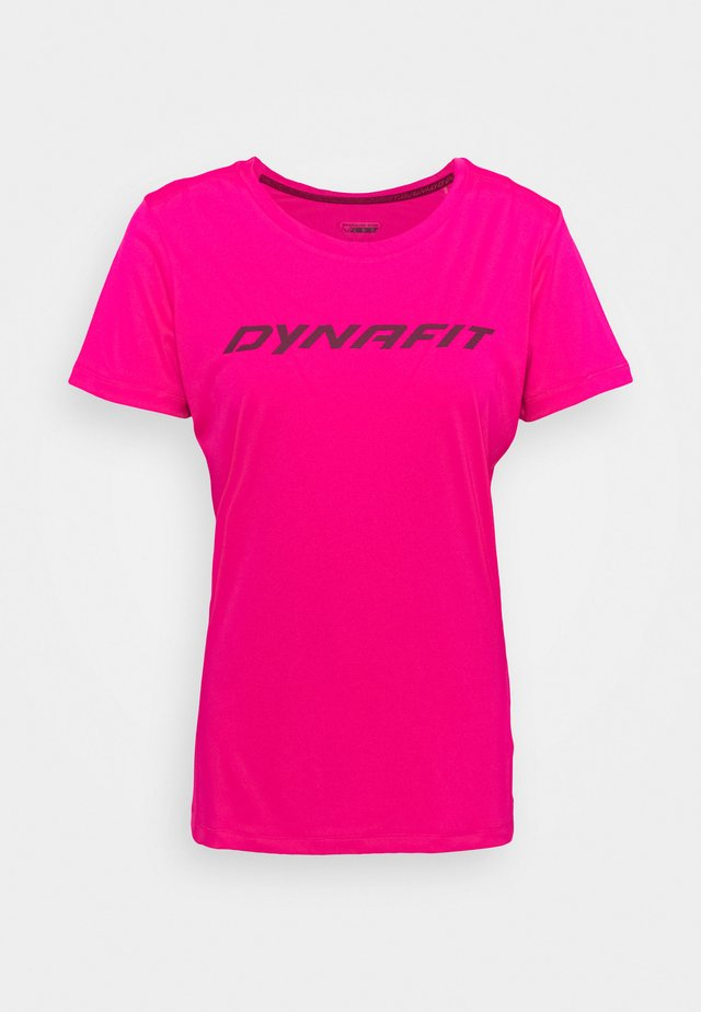 TRAVERSE TEE - T-shirts med print - pink glo