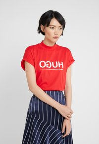 HUGO - DENNALINA - Print T-shirt - red/white - 0