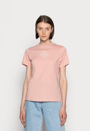 HIMALAYAN BOTTLE SOURCE TEE - Print T-shirt - rose tan