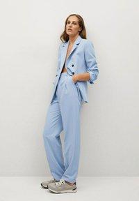 Mango - GRETA - Pantalon classique - hemelsblauw - 1