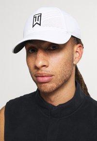 Nike Golf - Keps - white/anthracite/black - 1
