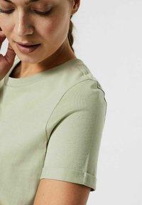 Vero Moda - PAULA  - Basic T-shirt - desert sage - 3