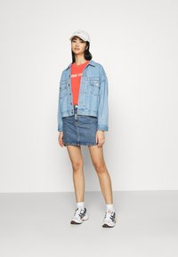 Tommy Jeans - CROP TAPE TEE - T-shirts med print - diva pink - 1