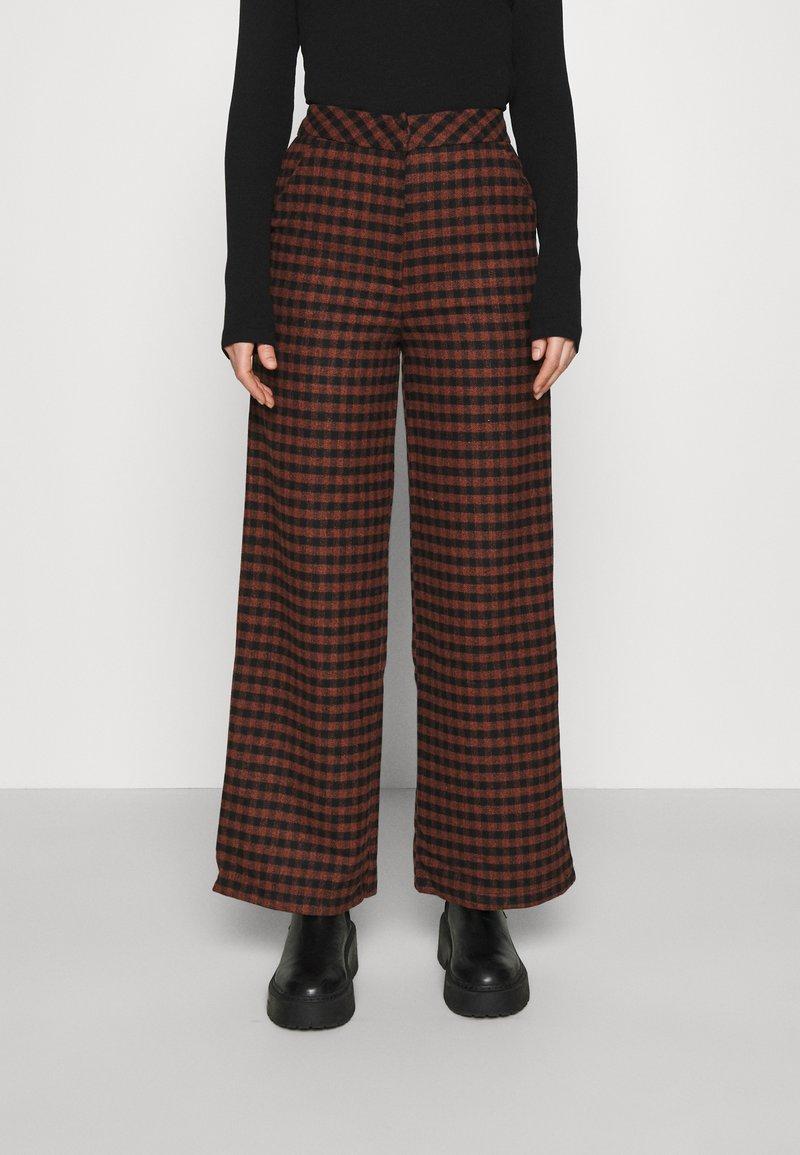 Fashion Union - JOHNNY TROUSER - Kalhoty - camel