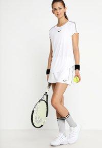 Nike Performance - DRY - Print T-shirt - white/black - 1