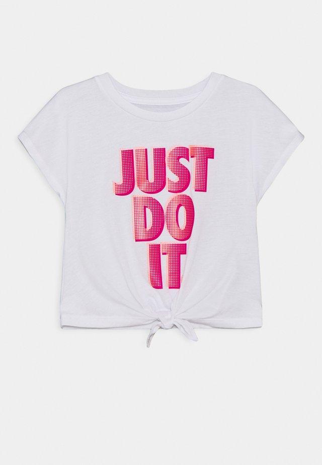 SHORT SLEEVE DRAPEY GRAPHIC - Print T-shirt - white/fireberry
