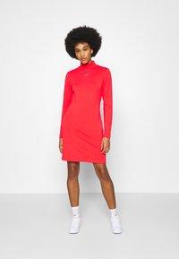 Nike Sportswear - DRESS MOCK - Sukienka z dżerseju - crimson - 0