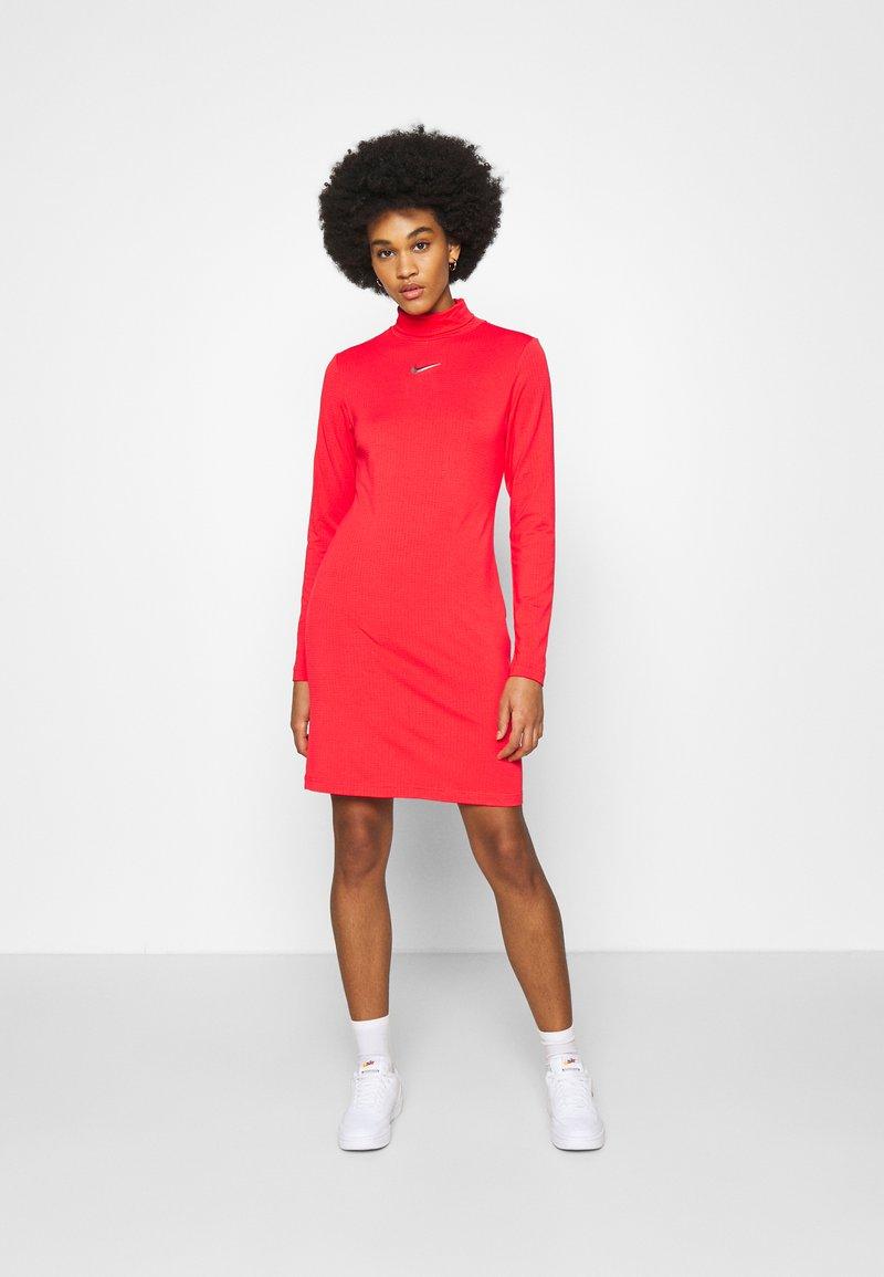 Nike Sportswear - DRESS MOCK - Sukienka z dżerseju - crimson