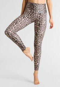 Onzie - HIGH RISE LEGGING - Medias - leopard - 0