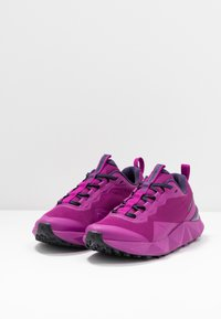 Columbia - FACET15 - Hiking shoes - berry jam/deep purple - 2