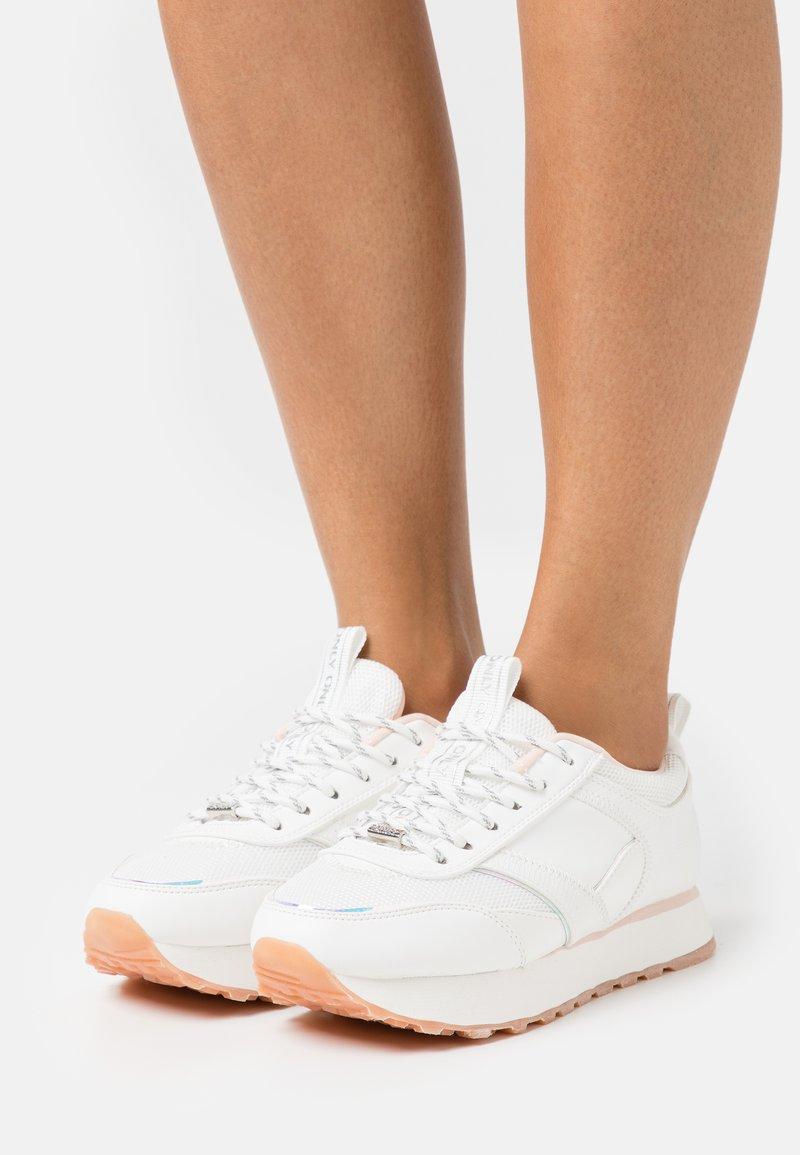ONLY SHOES - ONLSONIA ELEVATED - Sneakersy niskie - white