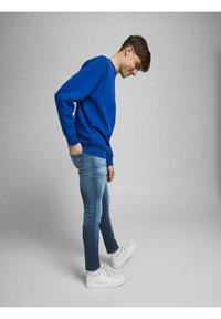 Jack & Jones - Slim fit jeans - blue denim - 3