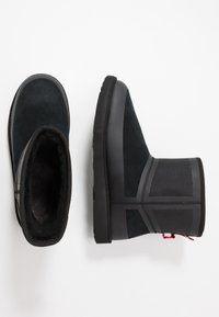 UGG - CLASSIC MINI URBAN TECH WP - Botki - black - 1