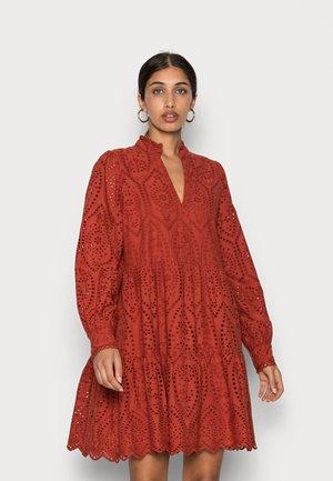 YASHOLI DRESS - Sukienka letnia - red ochre