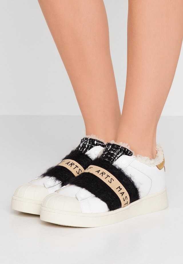 Slip-ons - breaker white