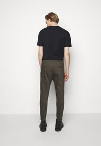 DRYKORN - JEGER - Trousers - mottled olive - 2