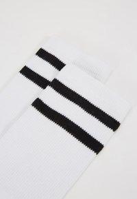 Urban Classics - 2-TONE COLLEGE SOCKS 6 PACK - Ponožky - white/black - 2