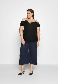 Even&Odd Curvy - T-shirts med print - black - 1