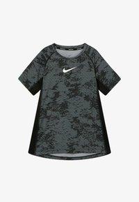 Nike Performance - Triko spotiskem - black/white - 2