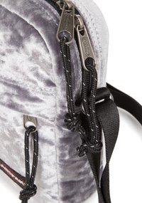 Eastpak - THE ONE W - Across body bag - grey - 3