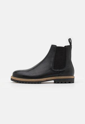 TROY CHELSEA BOOT - Korte laarzen - black