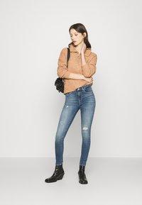 ONLY - ONLPOWER PUSH UP DESTROY - Jeans Skinny Fit - medium blue denim - 1