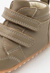 Robeez - MIRO UNISEX - Dětské boty - kaki - 5