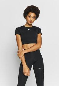 Nike Performance - AEROADPT CROP TOP - T-shirt print - black/metallic silver - 0